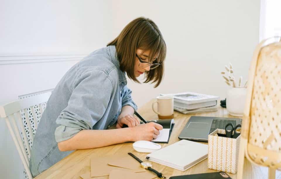 Come scrivere il tuo primo curriculum passo dopo passo