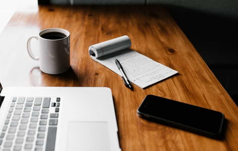 Come scrivere una lettera di referenze nel 2021 [+Esempi]