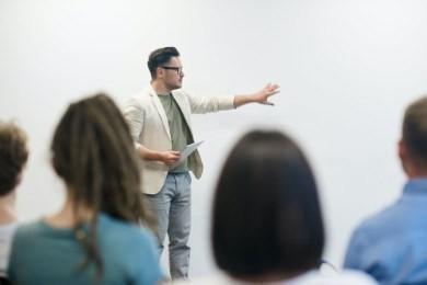 CV insegnante: esempio di curriculum vitae docente e maestra